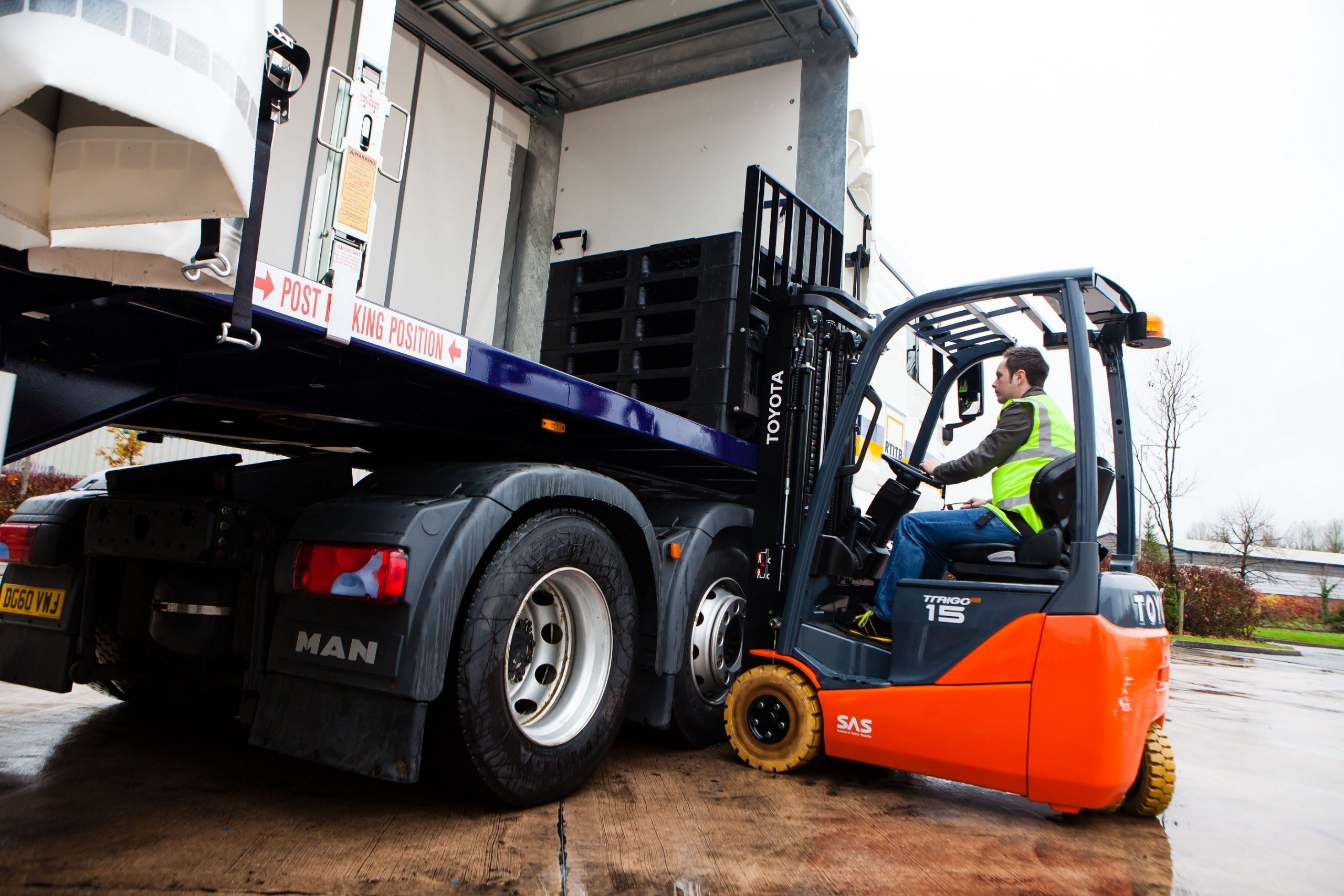 Five Top Tips for Safe Loading with Lift Trucks